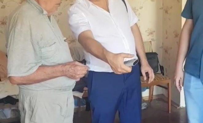 Пенсионер и Роман Бугайчук