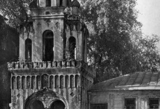 Колокольня домового храма Великомученицы Екатерины и купеческий дом